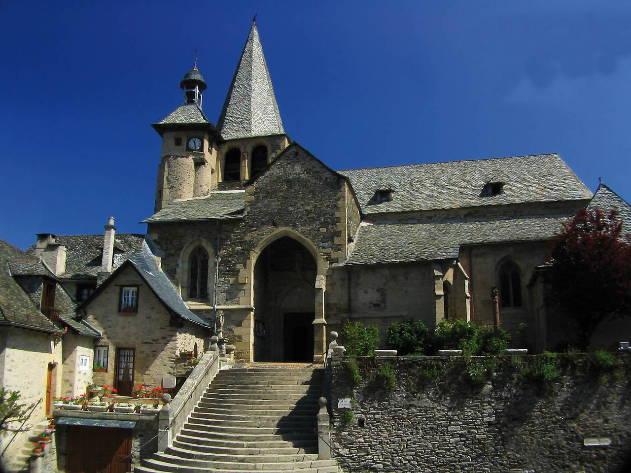 Estaing église bis  © OT du Canton d-Estaing