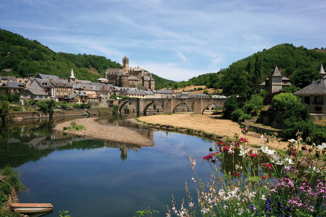 Estaing vue Lot et village  © OT Estaing