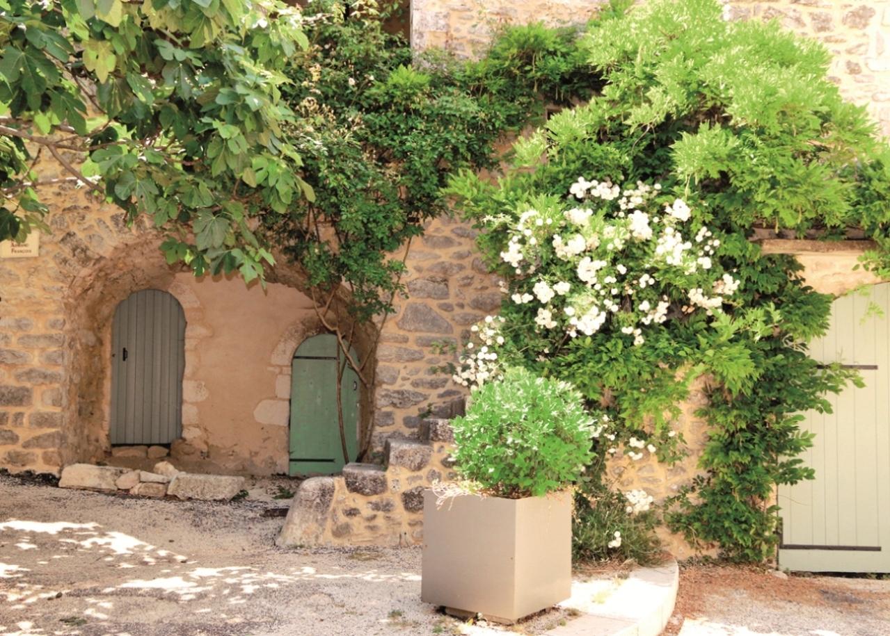 Lussan façade fleurie © max labeille