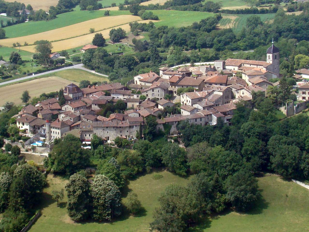 Pérouges vue aérienne  © Mairie de Pérouges